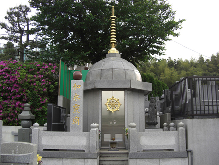 蓮花寺様 『和永霊廟』